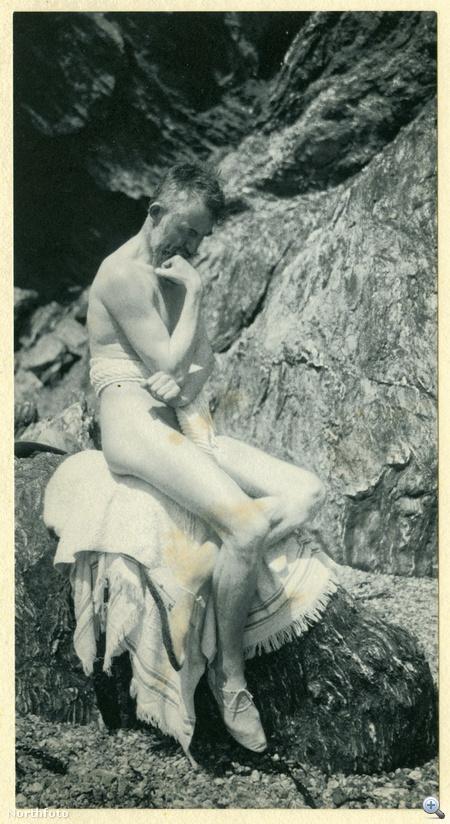 G. B. Shaw saját készítésű aktfotója