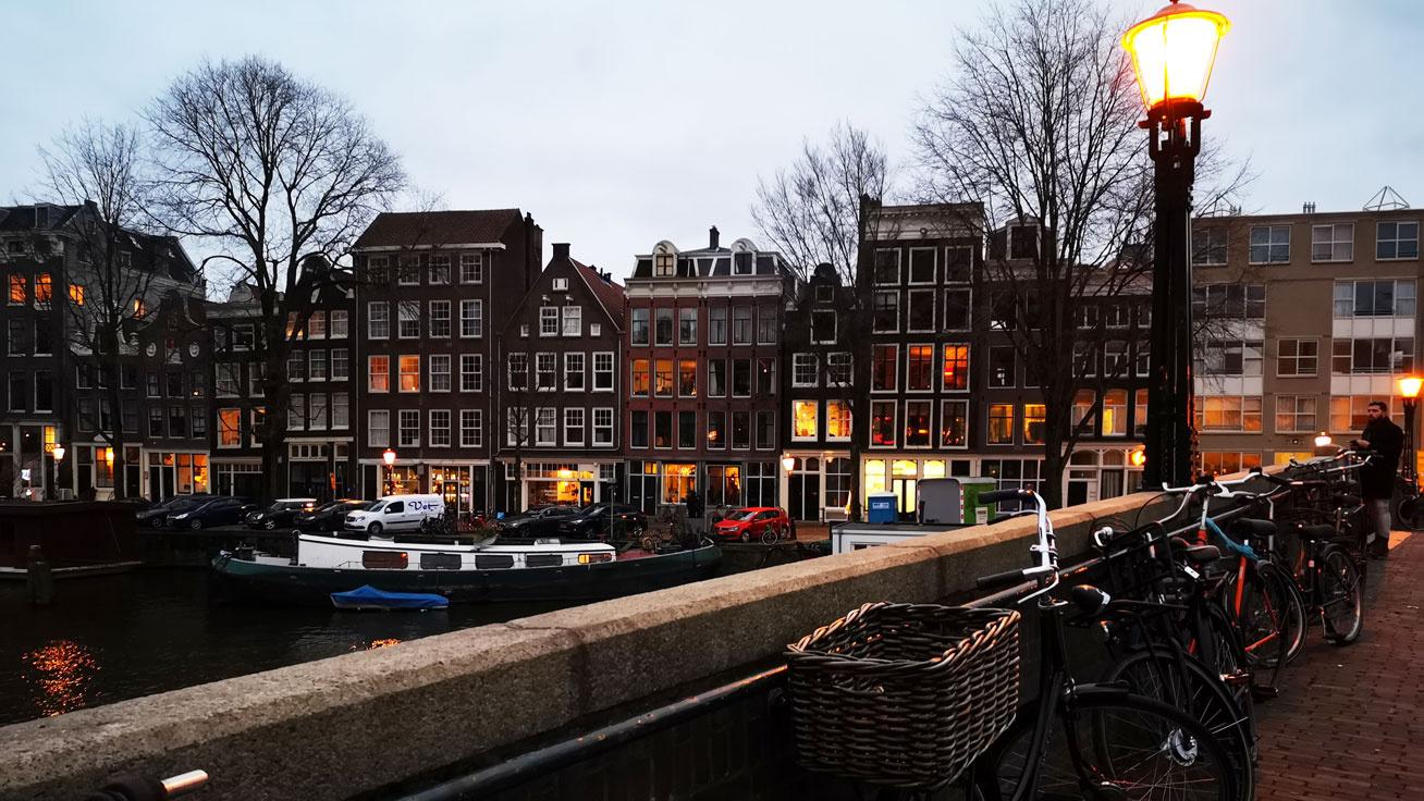 amszterdam-cover