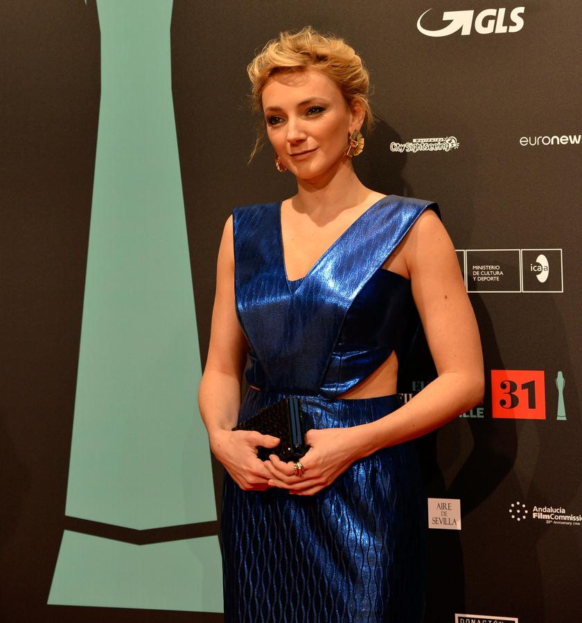Borbély Alexandra a 31. Európai Filmdíjátadón egy merészen kivágott, Szegedi Kata által tervezett estélyit viselt.