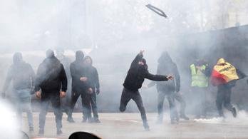 Könnygázzal, vízágyúval oszlatták az ENSZ migrációs csomagja ellen tüntetőket Brüsszelben