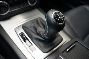Kicsit lustán kapcsola a 7G Tronic Plus automata, de nyugodt vezetési stílus mellett kellemes társ