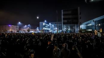 Boldog Karácsonyt, miniszterelnök úr! - élőben közvetítettük a kormányellenes tüntetést (2. rész)