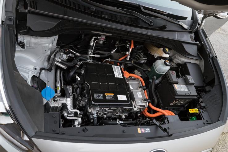 Nincs benne benzinmotor, de azért az elektronika elég sok helyet foglal