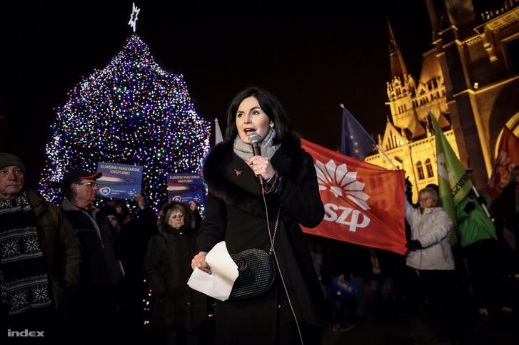 Kunhalmi Ágnes a Kossuth téren 2018. december 14-én.