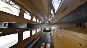 Megjött Minszkből az első emeletesvonat-szekrény