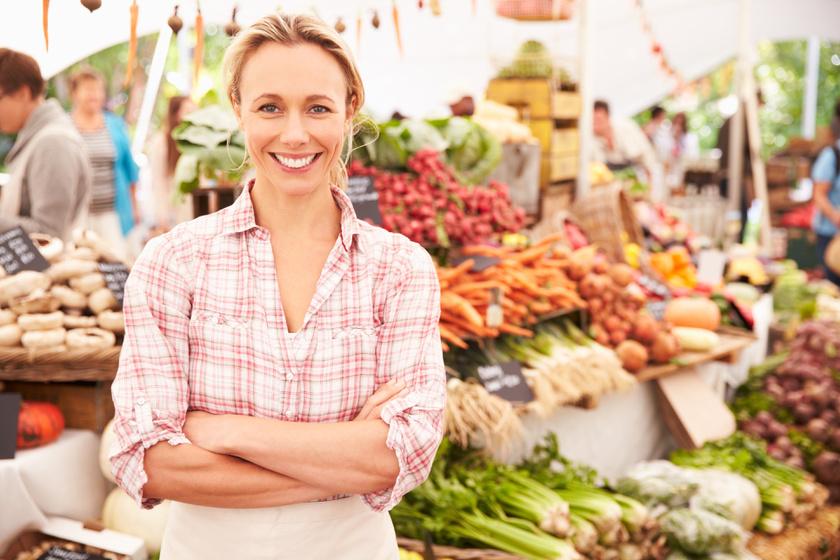 A vacsorakellékeket, de akár az ajándékok egy részét is beszerezheted piacon. Itt általában kevesebb pénzért megkapod az árut, ráadásul szinte biztos, hogy frissebb, hazai termékekhez juthatsz.