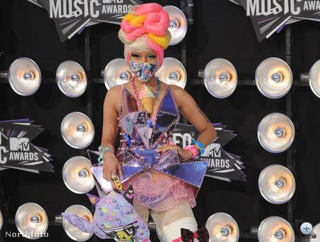 Nicki Minaj játékboltnak álcázva.