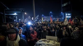 Élőben jelentkezünk az MTVA-székház előtti tüntetésről