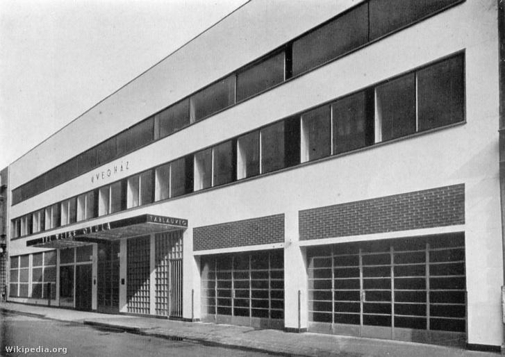 A Kozma Lajos tervezte Üvegház a Vadász Utcában. 1935-ös felvétel
