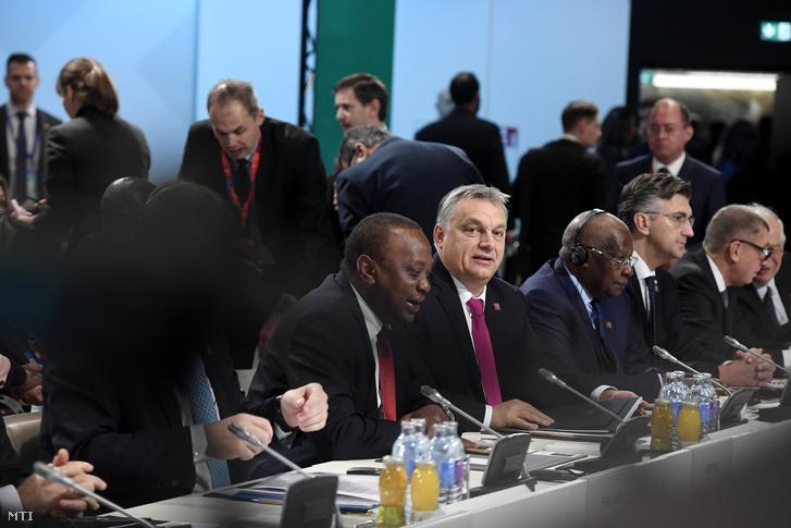 Orbán Viktor miniszterelnök (k) az EU-Afrika Fórumon a bécsi Ausztria Központban 2018. december 18-án