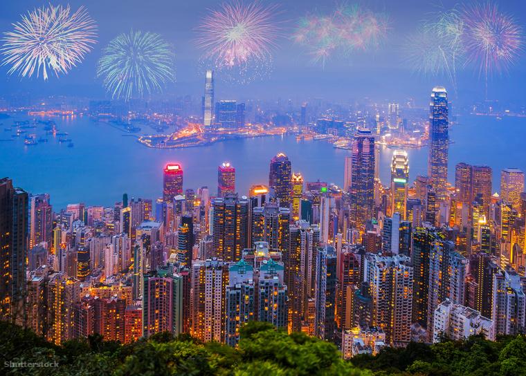 Ázsia más metropoliszaihoz hasonlóan Hong Kong is a világ egyik legbámulatosabb pirotechnikai showjával készül szilveszterre, amelyet fény- és hanghatásokkal tesznek izgalmasabbá