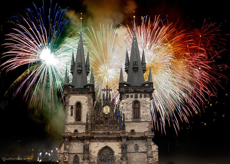 Prága az élénk szilveszteri ünnepségéről híres, ami a városközpontban zajlik