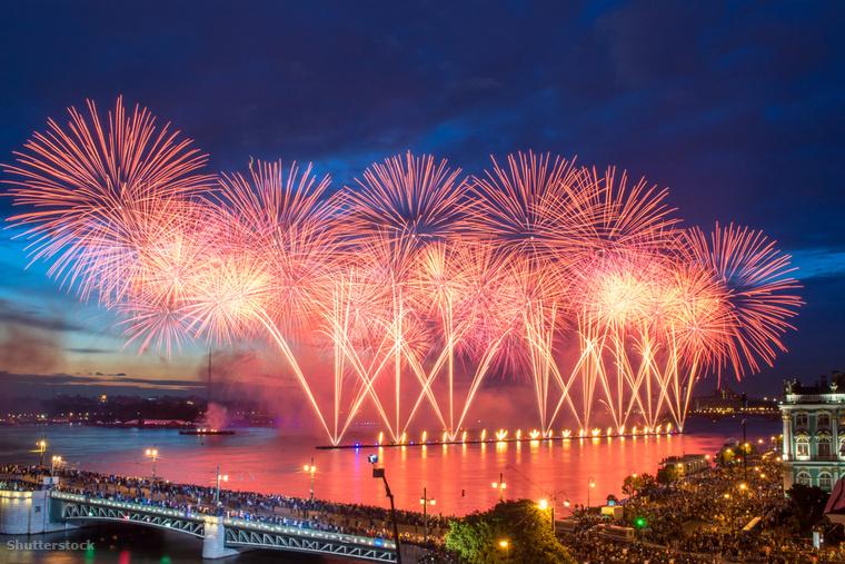 Az oroszok az újévet is komolyan veszik, ezért nem meglepő, hogy az ő ünnepségük a világon az egyik legnagyobb
