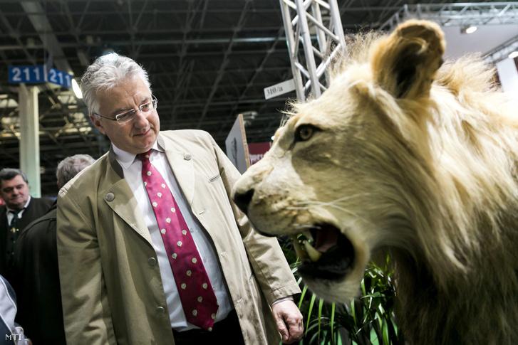 Semjén Zsolt , az Országos Magyar Vadászati Védegylet (OMVV) elnöke a 22. FeHoVa (Fegyver, Horgászat, Vadászat) kiállításon a Hungexpo Budapesti Vásárközpontban 2015. február 12-én.