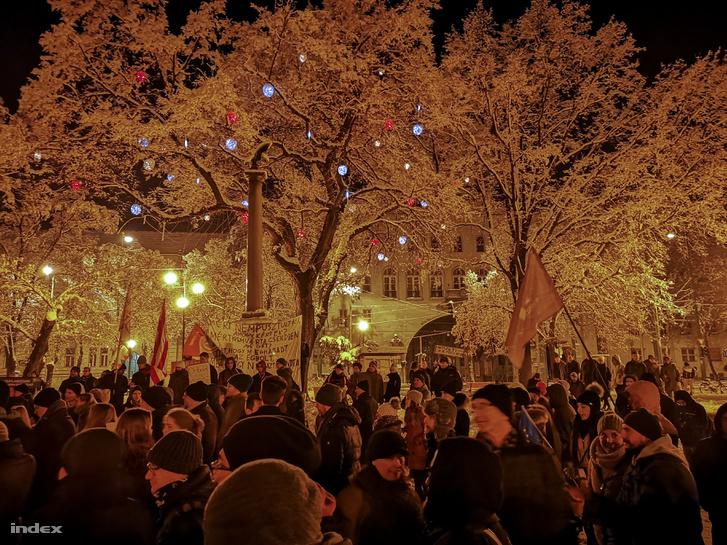 Szegeden december 16-án tüntettek a túlóratörvény ellen