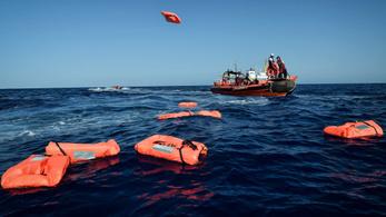 Kilenc migránst mentettek ki a La Manche csatornából