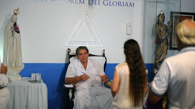 Magyar iroda is vitt pácienseket az orális szexszel gyógyító csodadoktorhoz