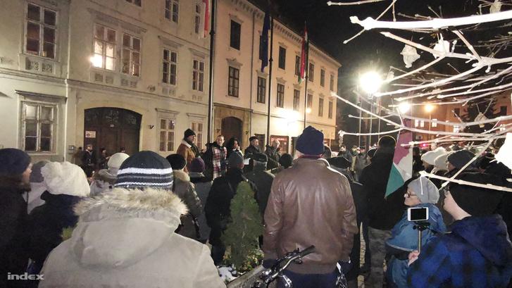 Tüntetők Sopronban