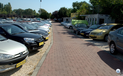Szép autók, a kínálat zöme egymillió fölött