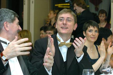 Kocsis István, a Magyar Villamos Művek Rt. vezérigazgatója, Gyurcsány Ferenc miniszterelnök és felesége, Dobrev Klára a 123. Újságíróbálon