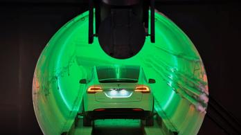 Végigrohant egy Tesla Elon Musk alagútján