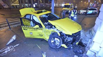 Csúnya baleset történt hajnalban az Andrássy útnál