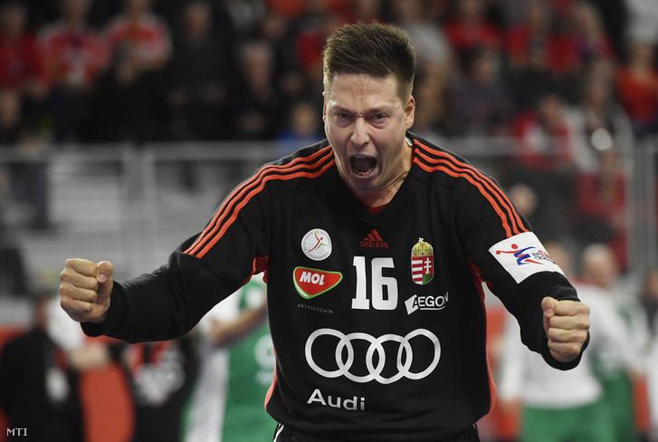 Mikler Roland magyar kapus a horvátországi férfi kézilabda Európa-bajnokság  csoportkörének első fordulójában játszott Dánia 0e0abe74cd