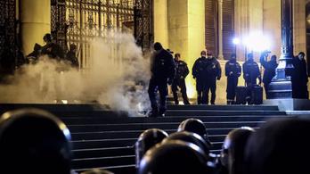 Milliós károk az Országház épületében és környékén