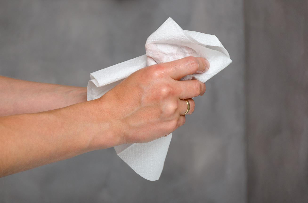 papirtorlo-keztorles