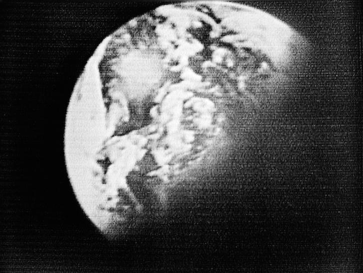 A Föld az Apollo-8 egyik tévéadásának képkockáján