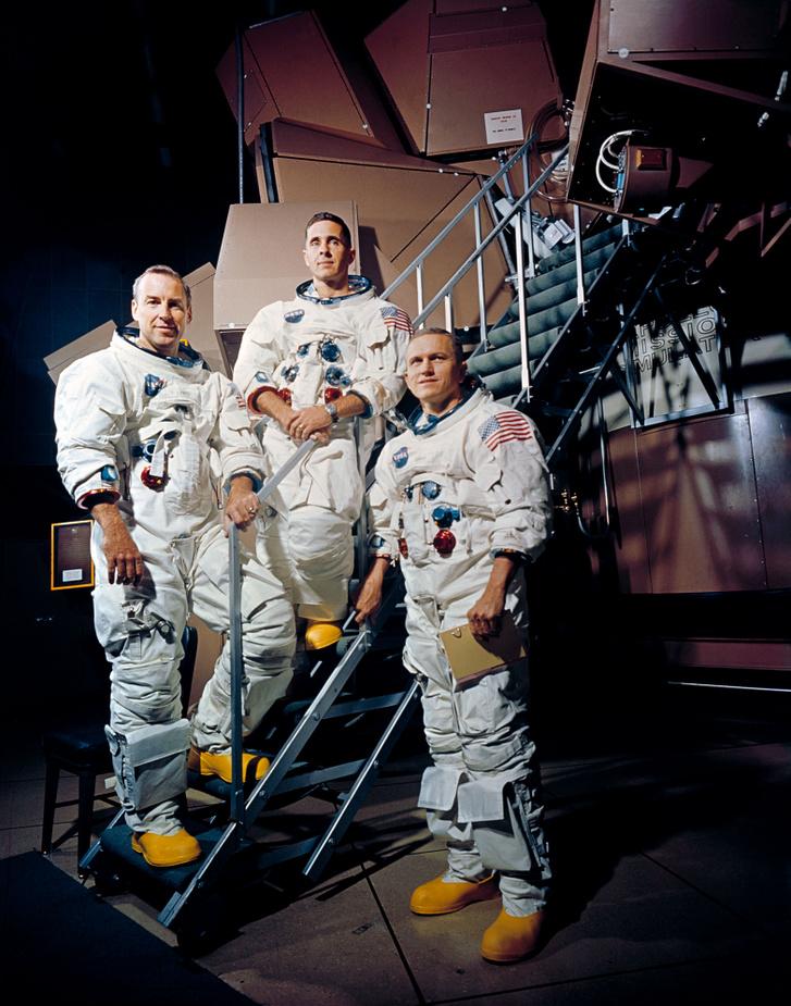 Az Apollo-8 legénysége balról jobbra: James A. Lovell Jr., William A. Anders, és Frank Borman
