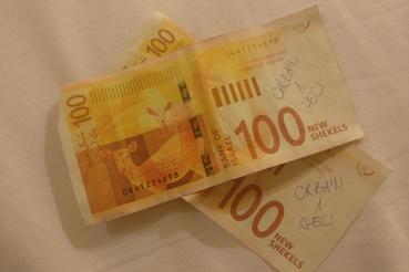 100 izraeli sékel (kb. 7500 forint)