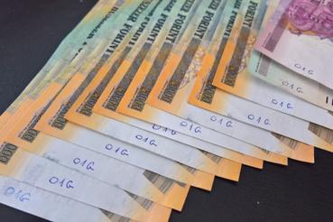 Ez itt elvileg 220 ezer forint, amennyiben a pénzek eredetiek.