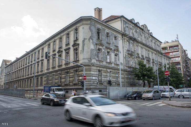 A volt Radetzky-laktanya, a Magyar Demokrata Fórum (MDF) egykori pártszékháza Budapesten 2016. május 26-án.