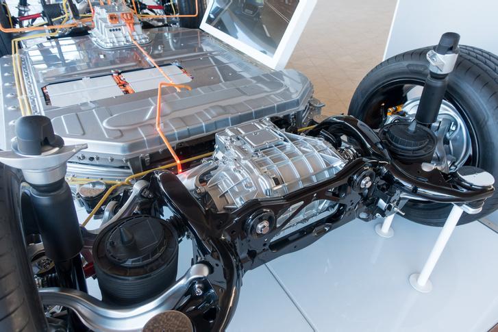 Az Audi e-Tron hajtása meglehetősen hatékony és kis helyen elfér