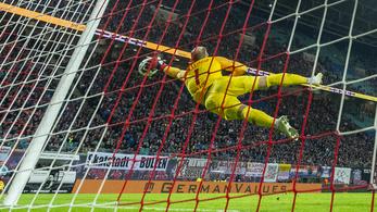 Gulácsi eszetlen nagy védéssel hárította Lewandowski ziccerét
