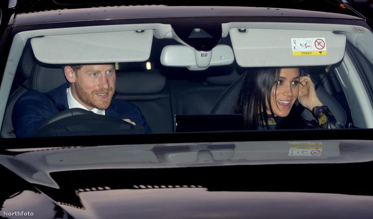 A végére pedig itt egy kép a másik hercegi párról: Harryről és Meghan hercegnéről, akik idén még csak kettesben mentek II