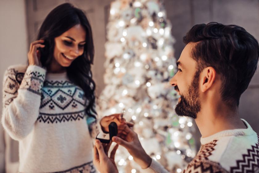 Tényleg sablonos a karácsonyi lánykérés? 5 nő mesélte el, mennyire romantikus volt az ünnepi eljegyzésük