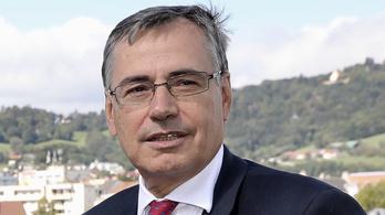 Egykori osztrák pénzügyminiszter repteti és hajóztatja Mészáros Lőrincéket