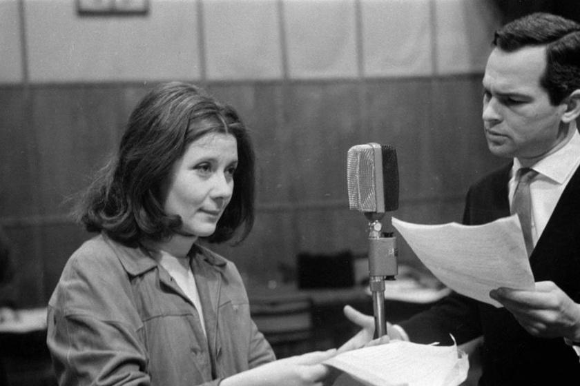 Ruttkai Éva és Latinovits Zoltán 1965-ben Günther Eich A viterbói lányok című rádiójátékának felvételén a Magyar Rádió stúdiójában.