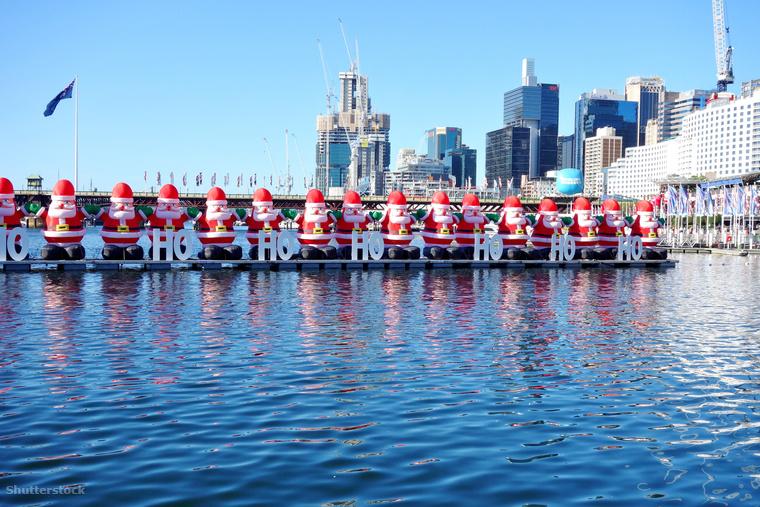 Amíg mi itthon a fehér karácsonyra vágyunk, addig Ausztráliában éppen tombol a nyár, de ez nem tarthatja őket vissza attól, hogy igazi nagy karácsonyi bulit csapjanak, csak nem kell annyira beöltözni a karácsonyi vásárokhoz