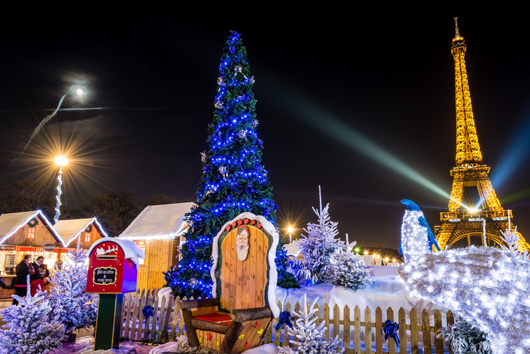 Párizsban ilyenkor nem csak az utcák, de a legnagyobb áruházak is kitesznek magukért, hogy a karácsonyi hangulat garantált legyen
