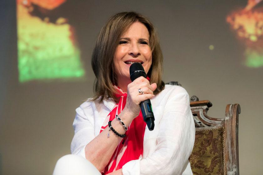 Az énekesnő Zöldi Gergely Koncz Zsuzsa című könyvének bemutatóján.