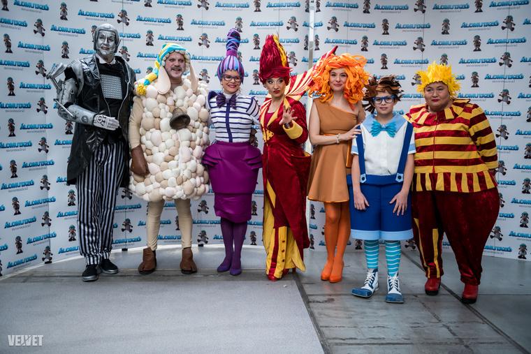 A névsor balról jobbra: Hajdu Steve, Szabó Győző, Schell Judit, Keresztes Ildikó, Zsédenyi Adrienn, Marinka Móric, Falusi Mariann