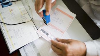 Egy évvel elhalasztották a papíralapú recept megszüntetését