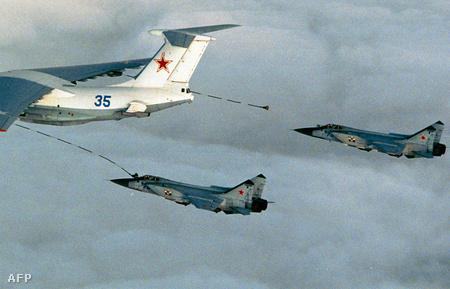 MiG-31-esek légi utántöltés közben