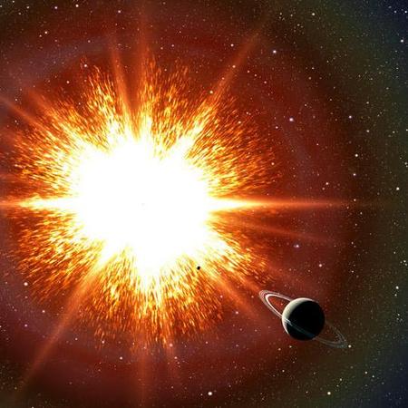 Fantáziarajz a szuper-Chandrasekhar állapotból lelassuló fehér törpe Ia típusú szupernóva-robbanásáról, amelynek elszenvedője a Szaturnuszhoz hasonló elképzelt bolygókísérője is.[David A. Aguilar (CfA)]