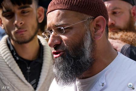 Anjem Choudary imám a sajtóval beszél Londonban, 2011 májusában