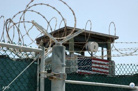 Az egyik őrtorony a fogolytáborban