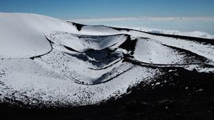 Az Etna kitörése előtt pár héttel: kénszagú csodavilág a felhők fölött